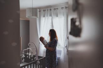 Jolie photos de bébé avec maman dans la chambre