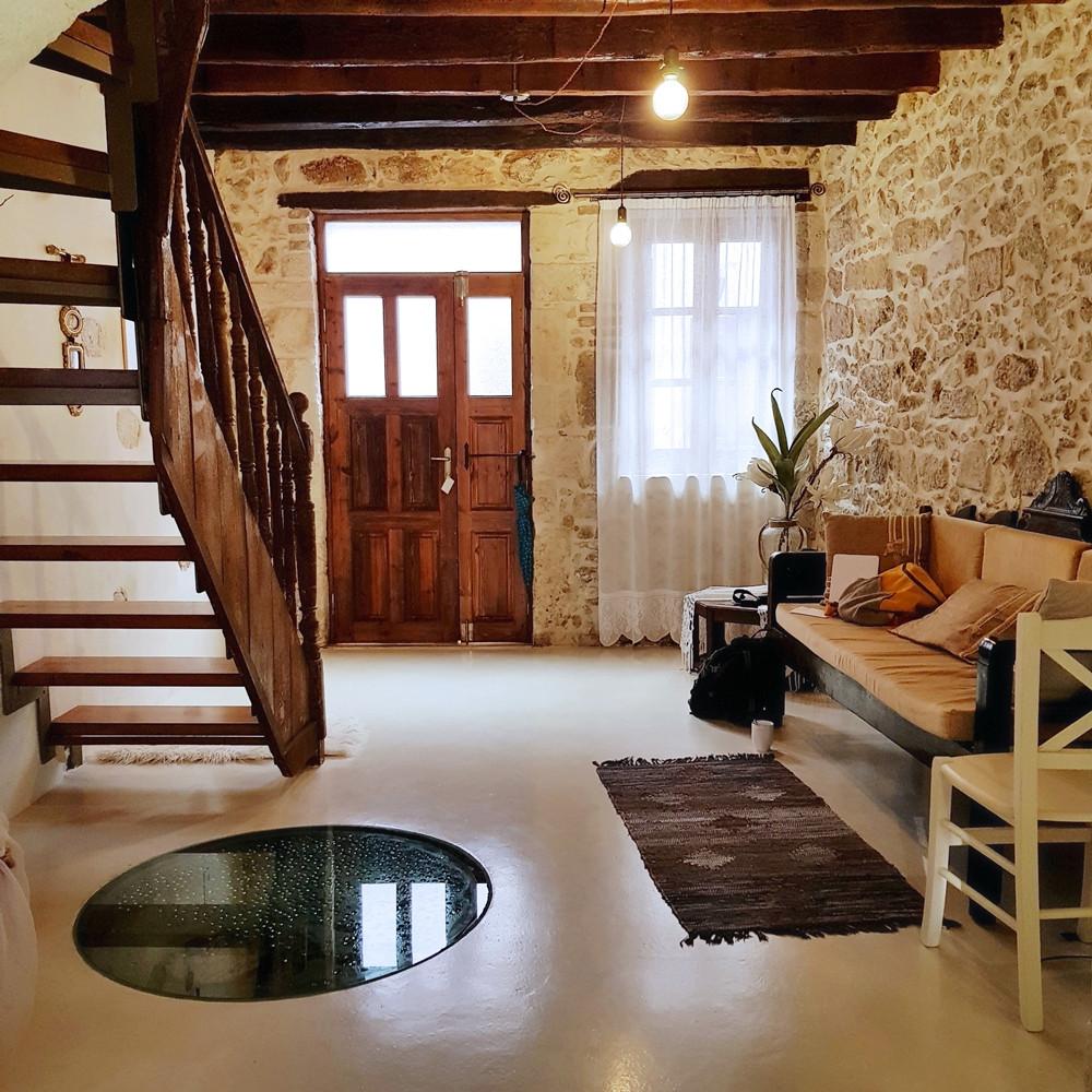 בית אבן עתיק מלון רתימנו כריתים בעיר העתיקה