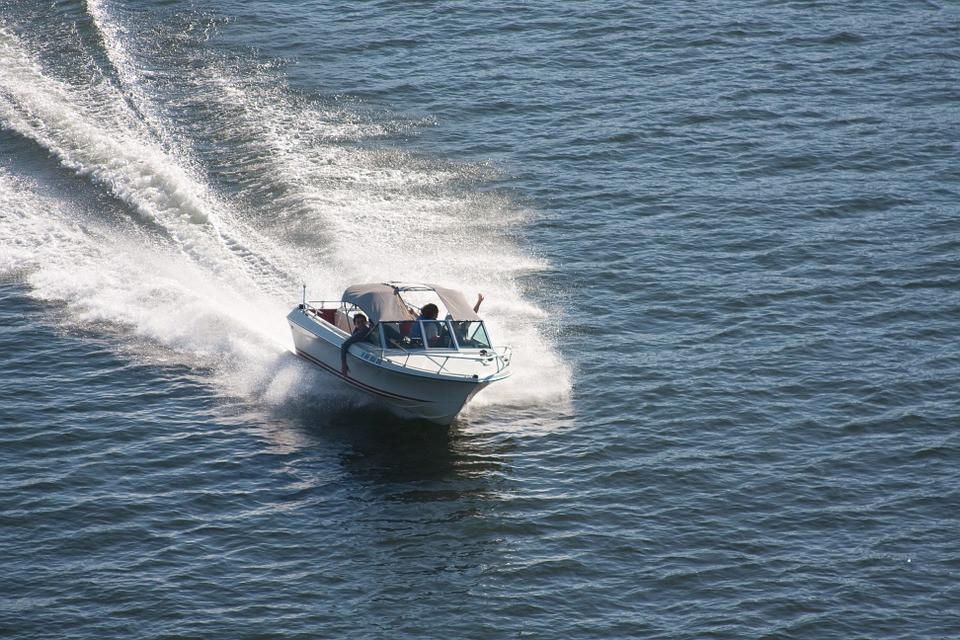 speedboat-271768_960_720.jpg