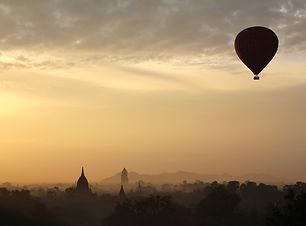 hot-air-balloon-ride-1029303_1920.jpg