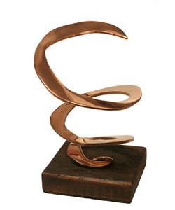 escultura espiral cobre