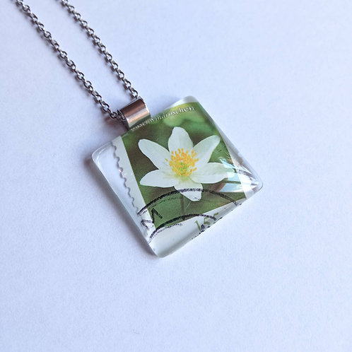 Necklace with stamp pendant - White Fower - Stamp'n Glass Handmade Jewelry