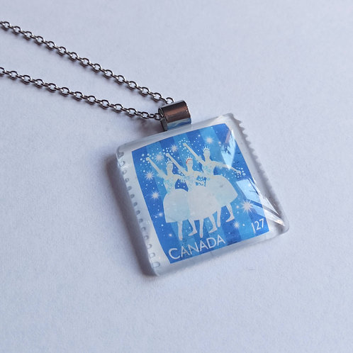 Necklace with stamp pendant - Dancers - Stamp'n Glass Handmade Jewelr