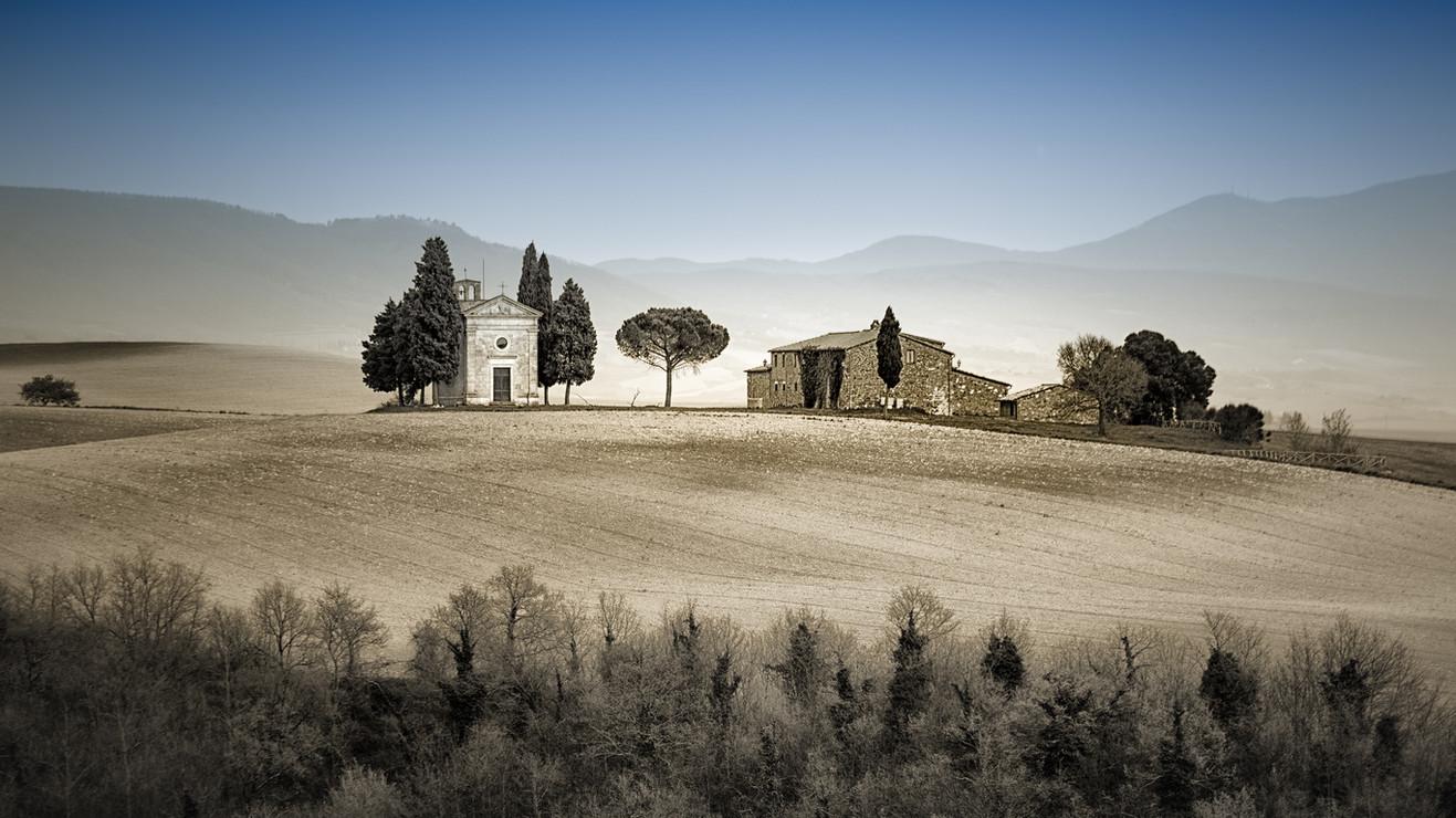 chapel tuscany.jpg