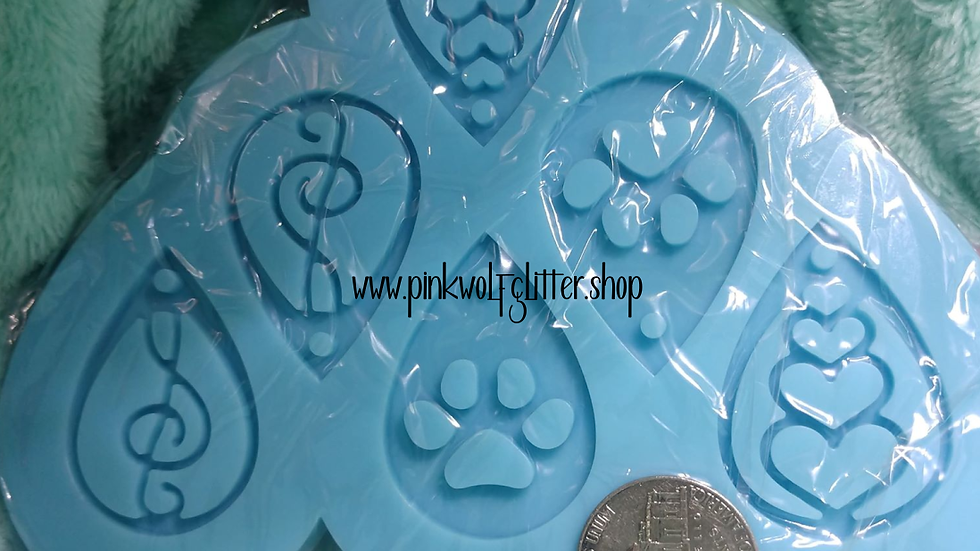 Earring Palette with Paws Mold
