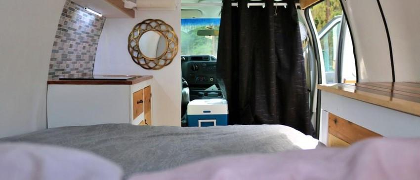 Vue depuis le lit - Conversion de camping-car E250