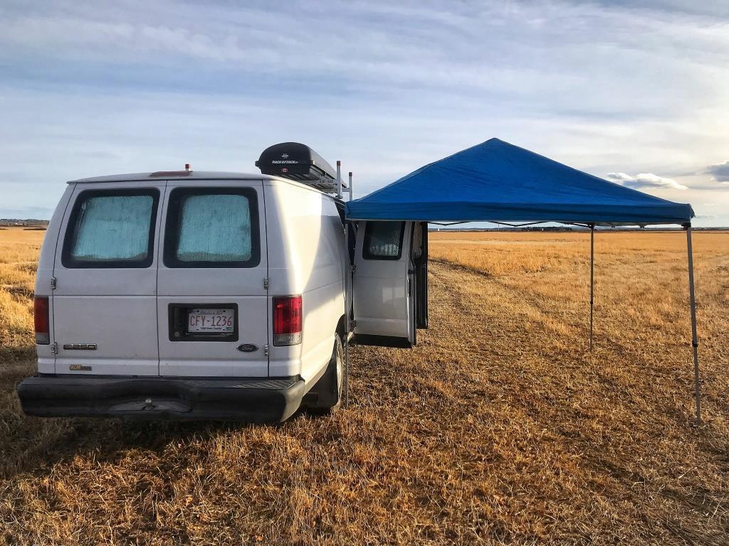 Beau camping dans les prairies