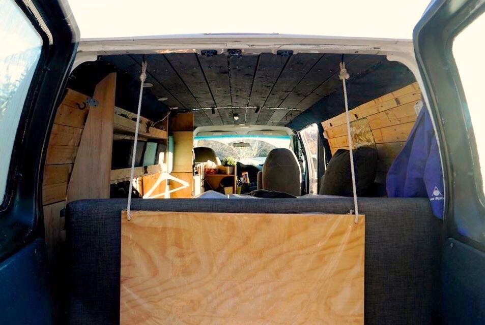 L'arrière d'un camping-car NATS