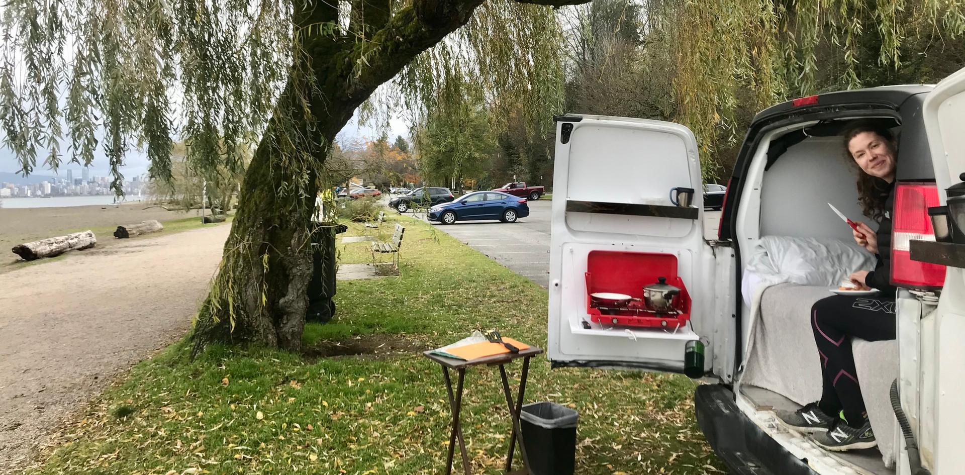 La vie à la plage dasn une van à Vancouver