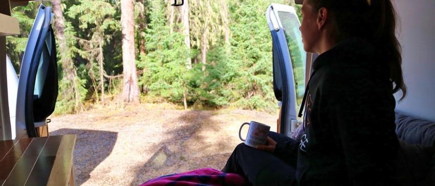 Profiter de la nature dans une van convertie
