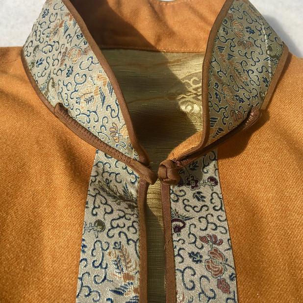 Collar detail ...