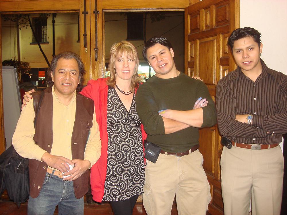 Gracias a los maestros Alfonso Soriano (izq) y José Montiel ( a mi derecha) por impulsarme a participar en esta primera exposición.  Arturo Montiel (derecha).