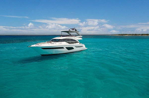 f55-exterior-white-hull-with-hardtop-19-820x540.jpg