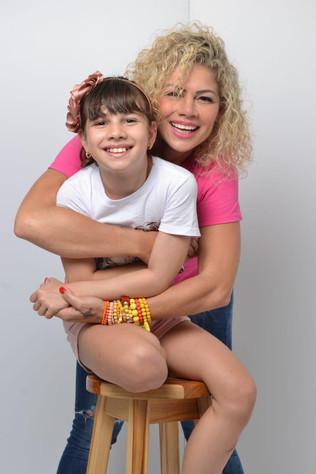 Cátia Pagonete, ex paquita, comemora aniversário da filha já com 11 anos em São Paulo
