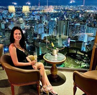 Amanda Negrelli comemora seu aniversário em alto estilo