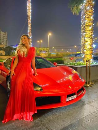 Jhenifer Soares comemora seu aniversário em Dubai