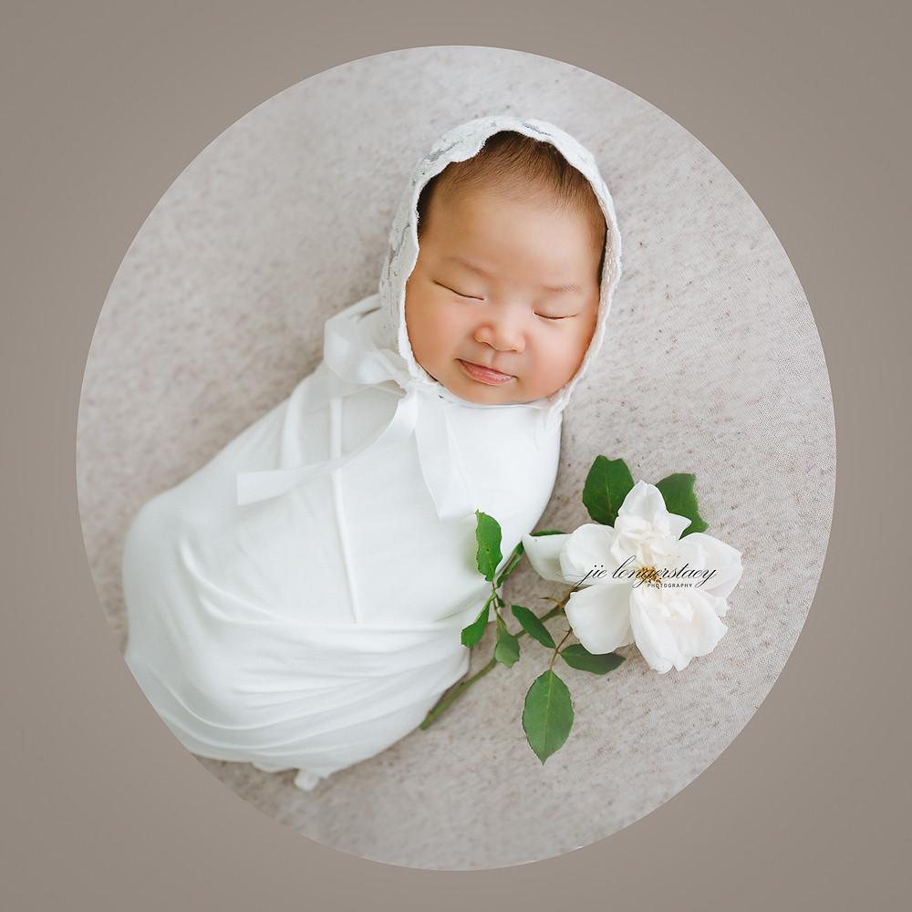 Beautiful newborn photo - newborn girl with a rose