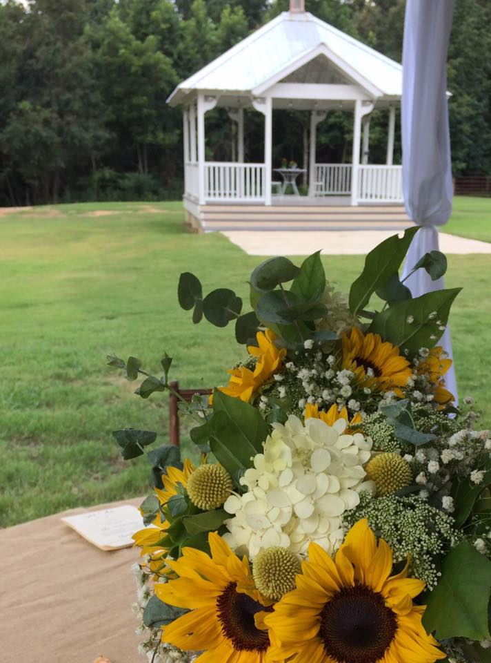 Gazebo and bouquet
