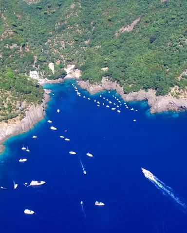 Eight Tour: andiamo alla scoperta di San Fruttuoso di Camogli, un gioiello tra il mare e la roccia
