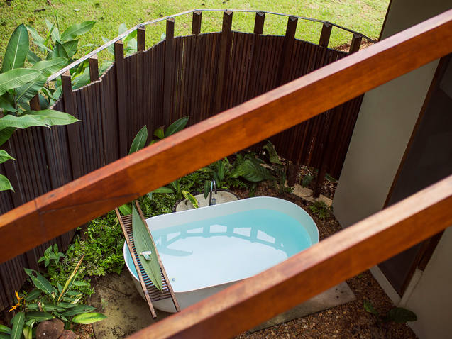 Private bathtub_by_Samuel Melim.jpg