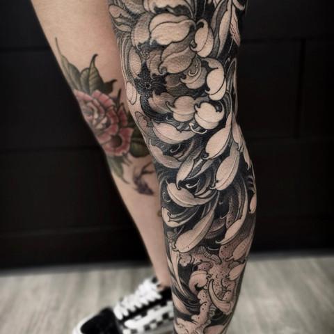 Chrysanthemum Leg Sleeve