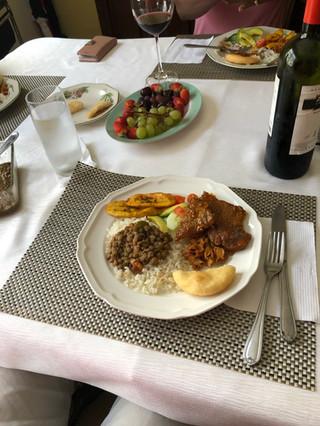 White Rice with Lentejas carne guisada and platanos