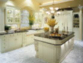 beautiful-traditional-white-kitchen-images_white-lacquered-wood-kitchen-island_white-granite-laminat