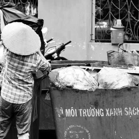 Rubbish woman in Vietnam.jpg