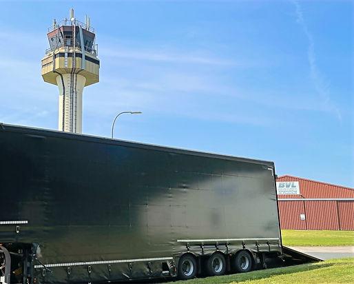 Tieflader Megatrailer Ladebordwand Kehrmaschinentransporte S&W