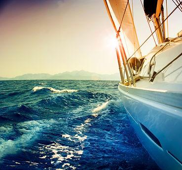 Seitenansicht einer Yacht