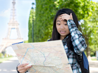 Which cultural differences may cause misunderstandings between Chinese tourists and Western hosts?