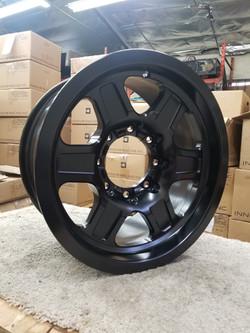 G400 Black 17in NonBL 8lug