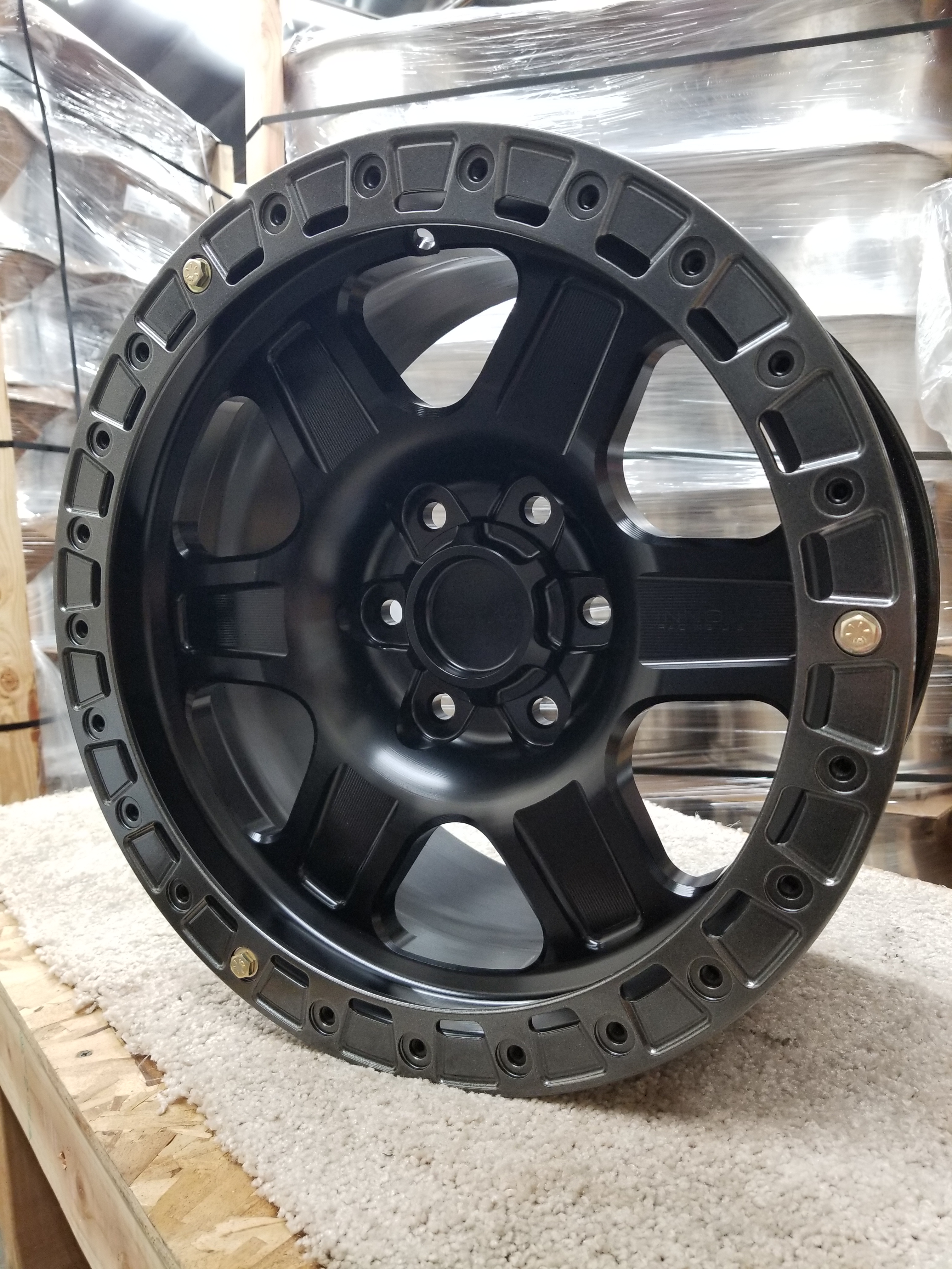 G400 Black 17in Sim 6lug SLD
