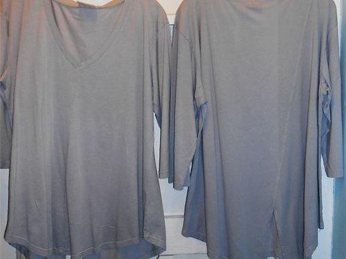 3/4 Sleeve V-Neck Asymmetrical Top in Pebble