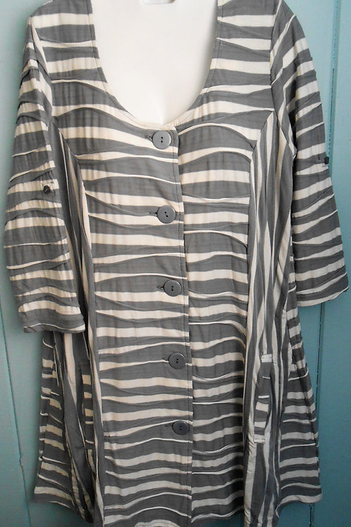Wavy Button Up Tunic In Cream/Grey