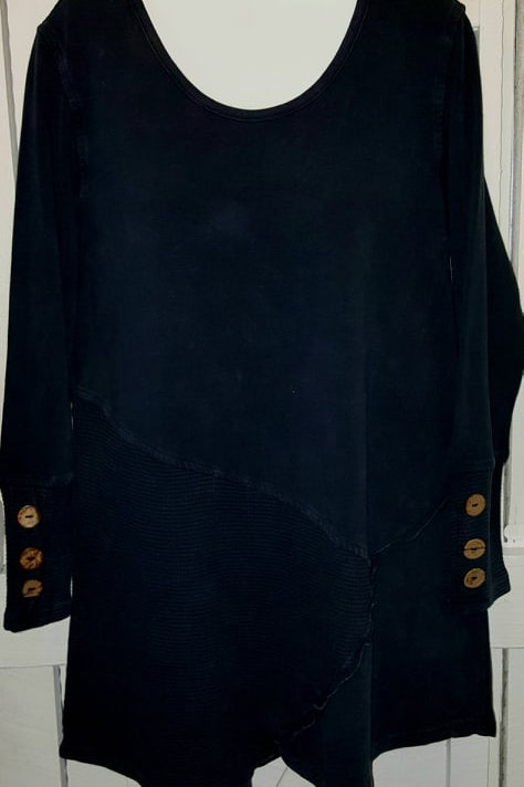 Coconut Button Sleeve Tunic in Black