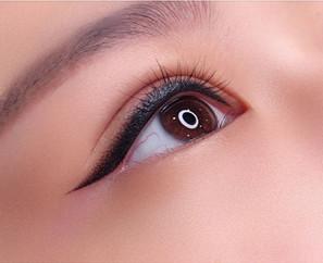 cat eyeliner.JPG
