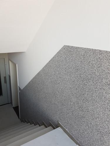 Treppenhaus - Buntsteinputz