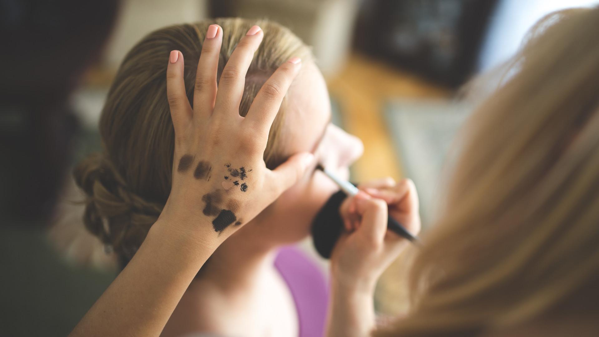Airbrush Make-up Application1
