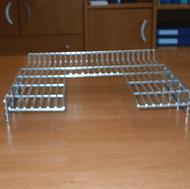 Esempio di manufatto realizzato su misura con rete metallica piegata.