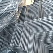 Oltre a produrre il pannello di rete l'azienda può eseguire delle lavorazioni aggiuntive come il taglio degli angoli.
