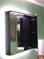 Montaggio di specchi su cabine armadi