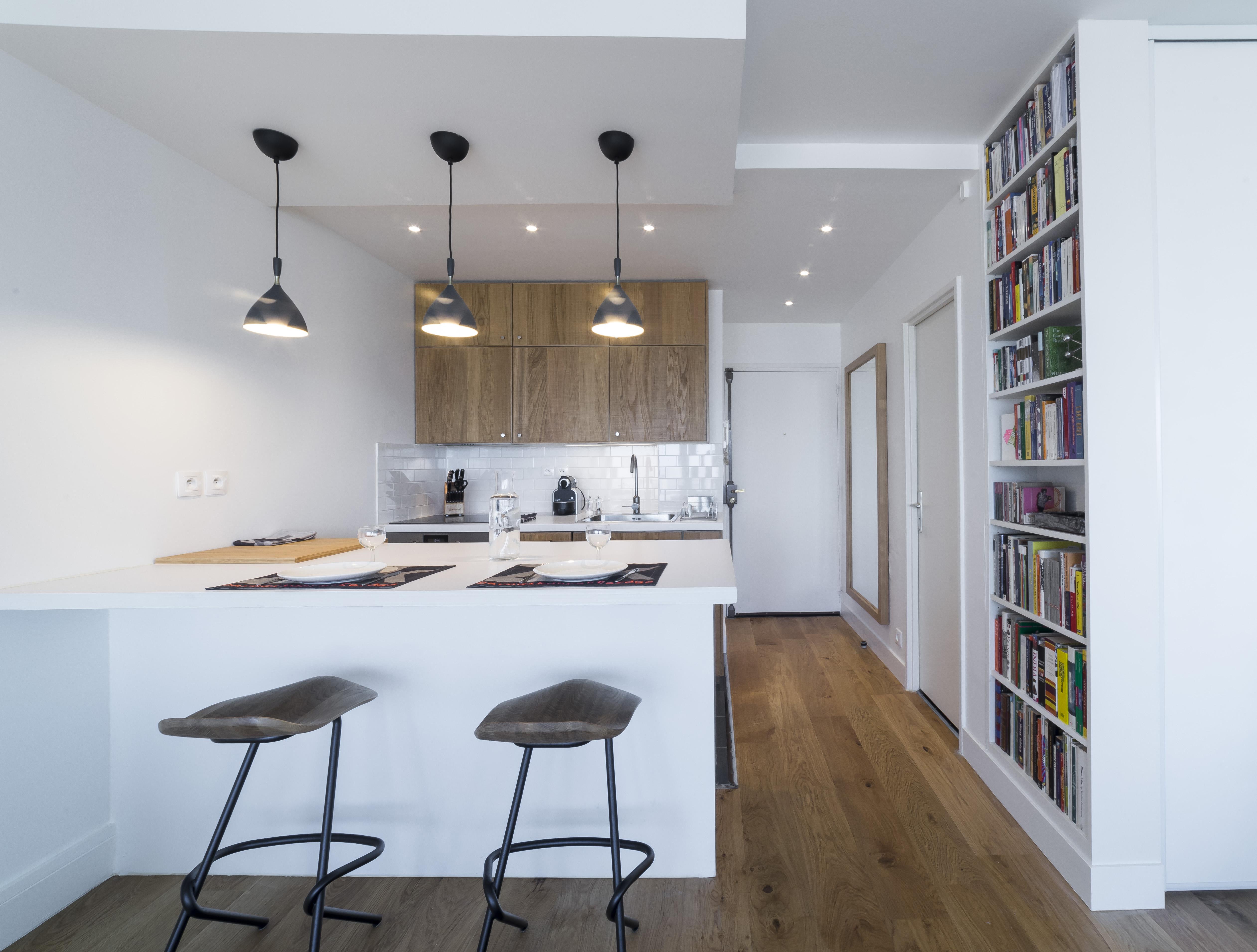 l'entrée, cuisine, bibliothèque