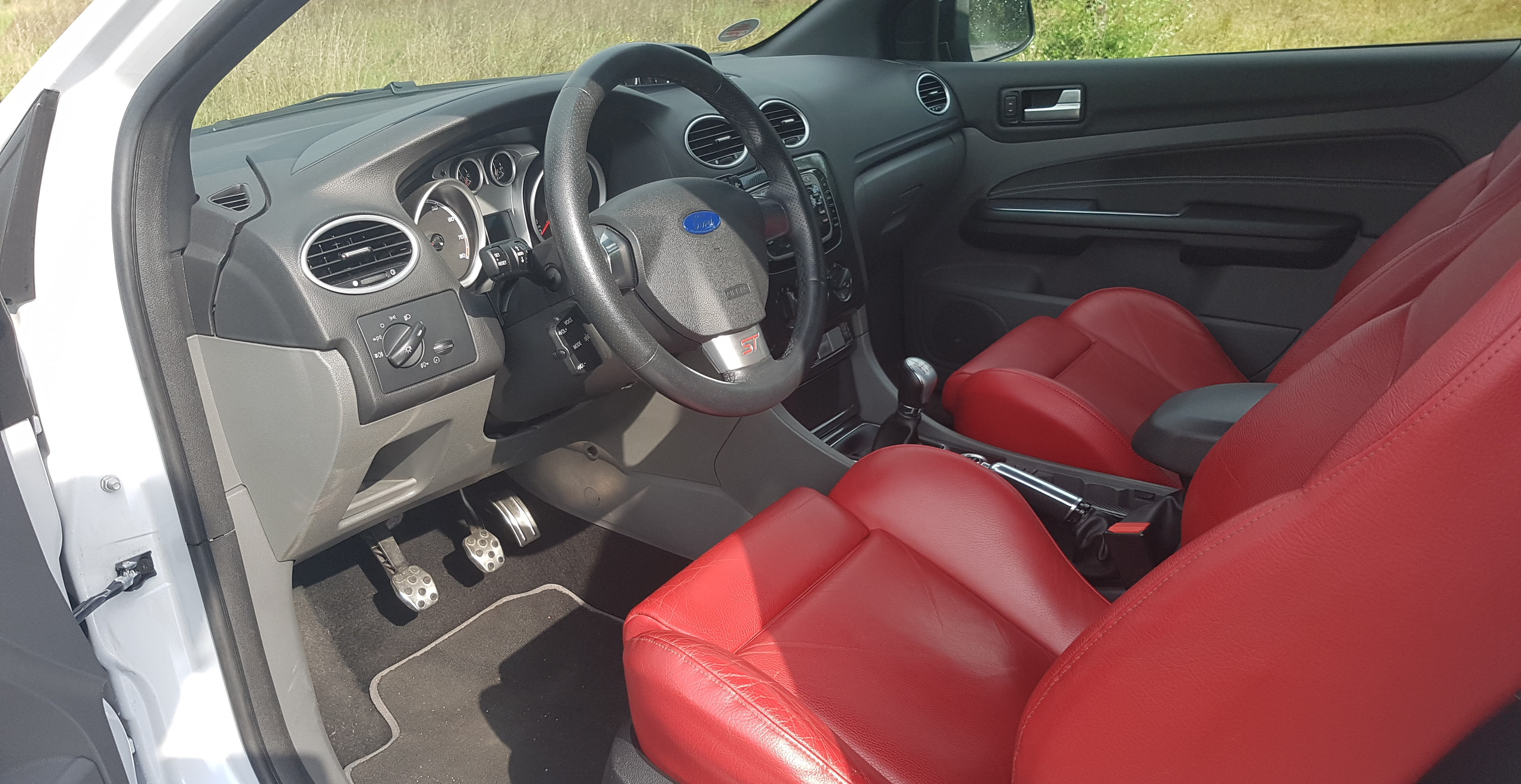 Import Auto Allemagne - Auto Convoi Allemagne -  Ford Focus ST 2.5T 226ch
