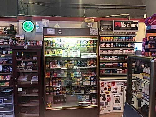 Theconveniencestorecigarettesrollyourown