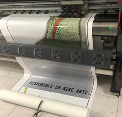 Vinil-Brillante-Nike-Plaza-Artz3