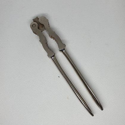 nøtteknekker i metall