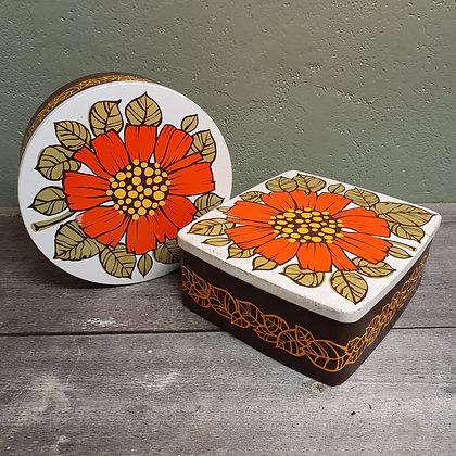 Retro kakebokser med blomstermotiv
