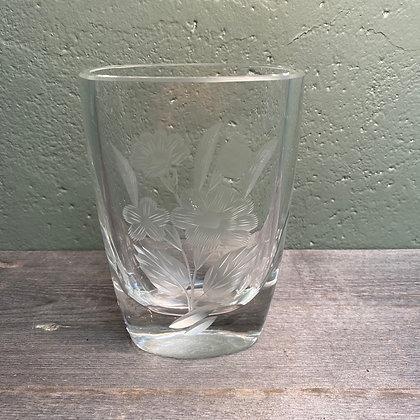 Glassvase med blomstermotiv