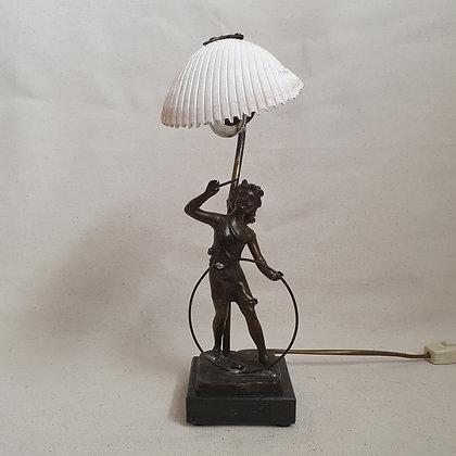 Lampe med bronsefigur og skjell art nuveau